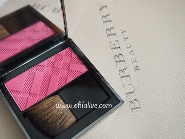 BURBERRY Light Glow Natural Blush 10 hydrangea pink - 0